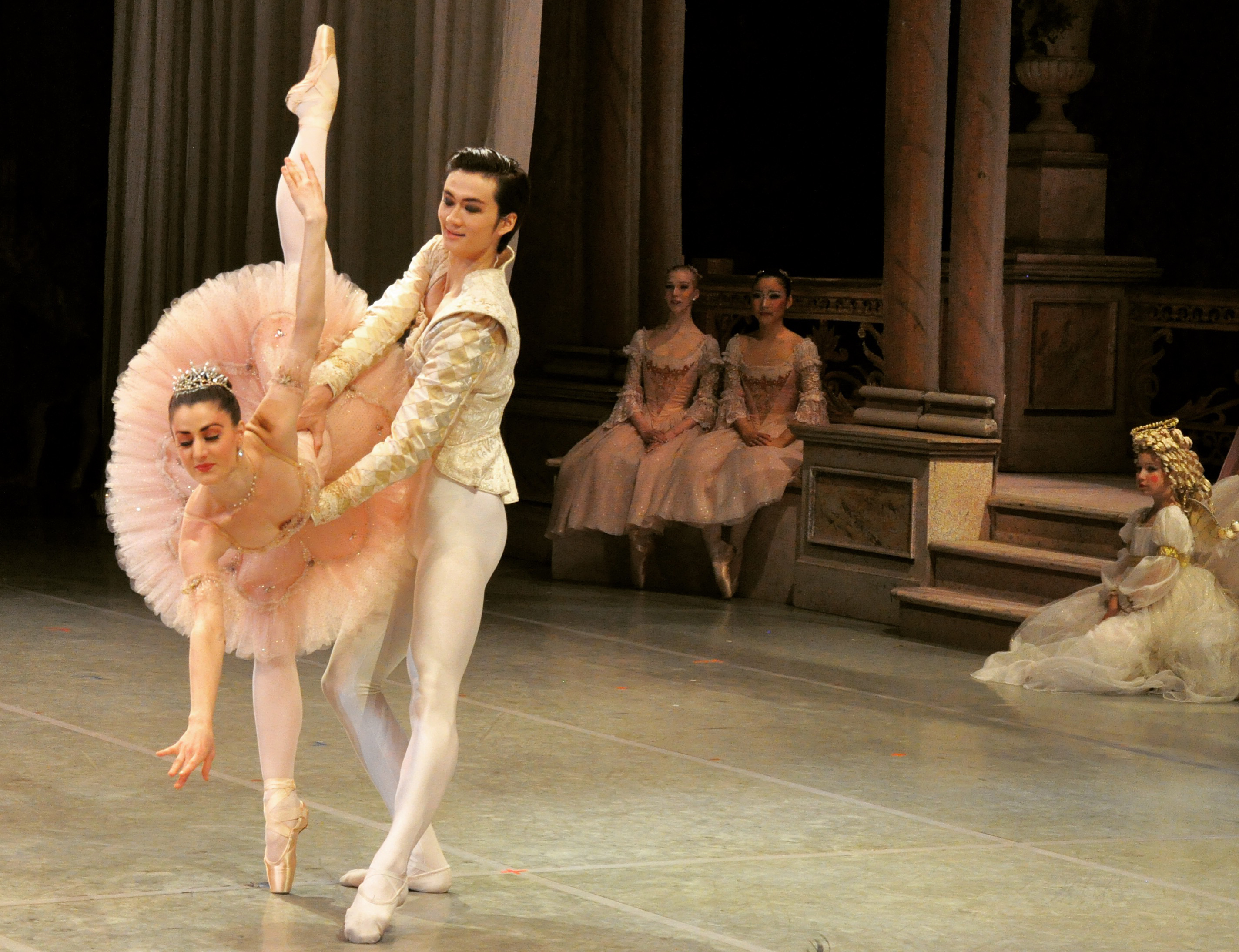 Principal Dancers Amanda Green and Liang Xing in Nutcracker, 2013