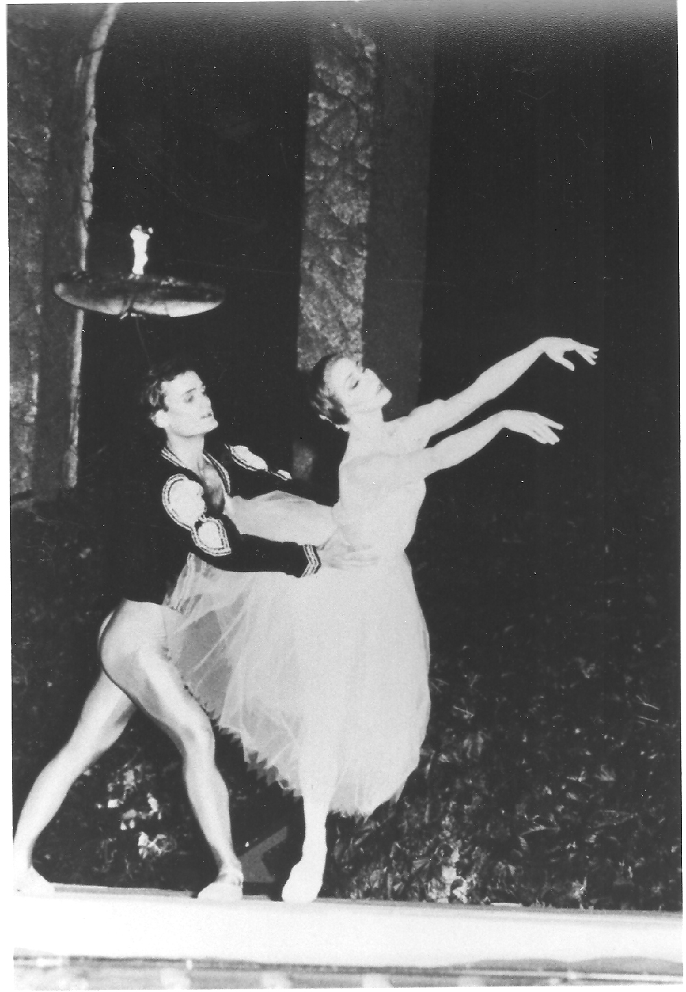 Laura Graham and Stephen Hyde performing Giselle Pas de Deux at the 14th International Ballet competition in Varna, Bulgaria 1990
