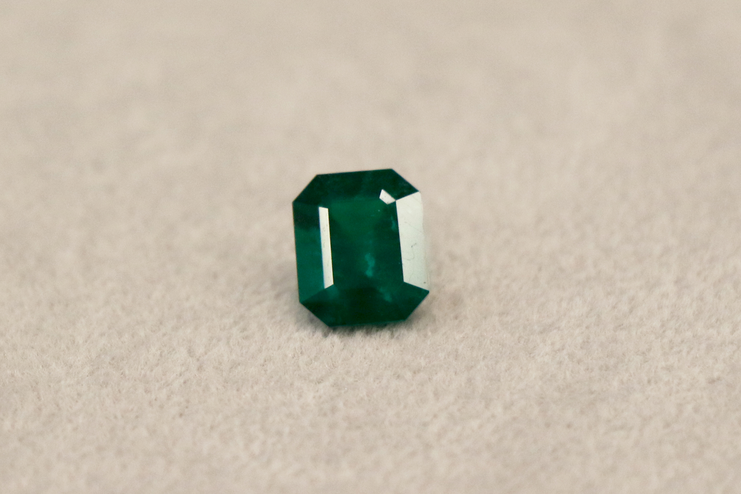 Image of a loose emerald.