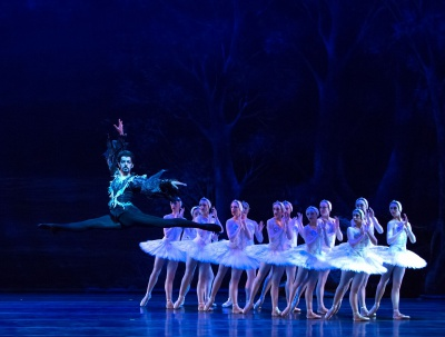 Stephan Azulay. NBT. Swan Lake.Staged by Cynthia Gregory.Photo by Alicia Lee
